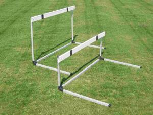 Aluminium hurdle, bar in abs, adjustable from 76,2 to 106,7 cm.