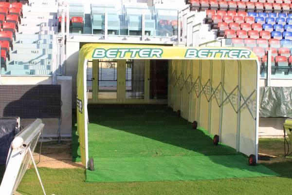 Panchine Spogliatoio Calcio : Vendita tunnel allungabile per ingresso giocatori nel campo di gioco